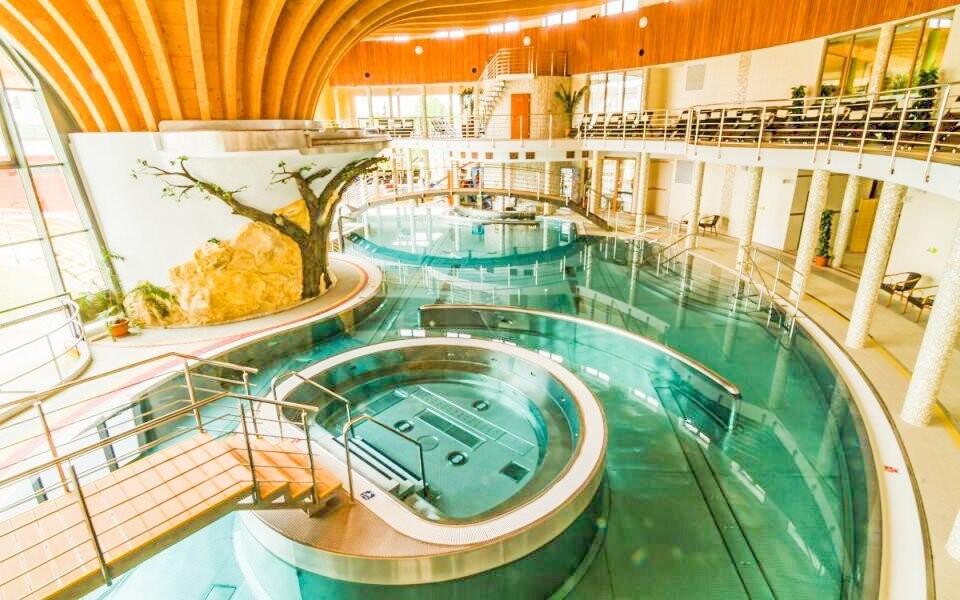 Termálne kúpalisko Podhájska máte len 2 km od penziónu
