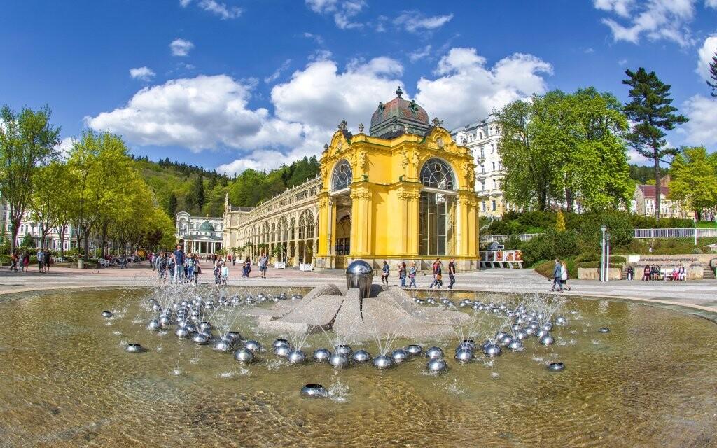 Hlavní kolonáda s fontánou Mariánské Lázně, léčivé prameny