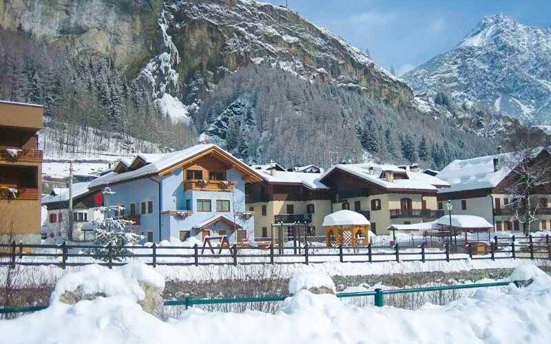 Rodinný Hotel La Val leží v městečku Valdidentro