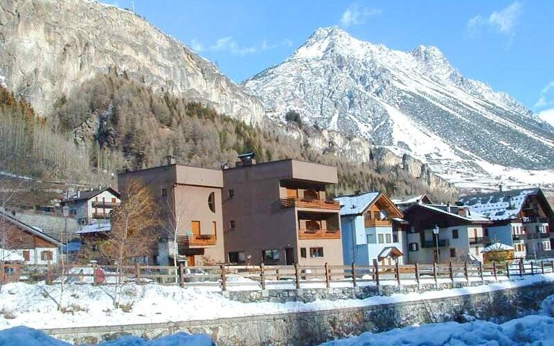Jen 500 m od hotelu najdete lyžařský vlek