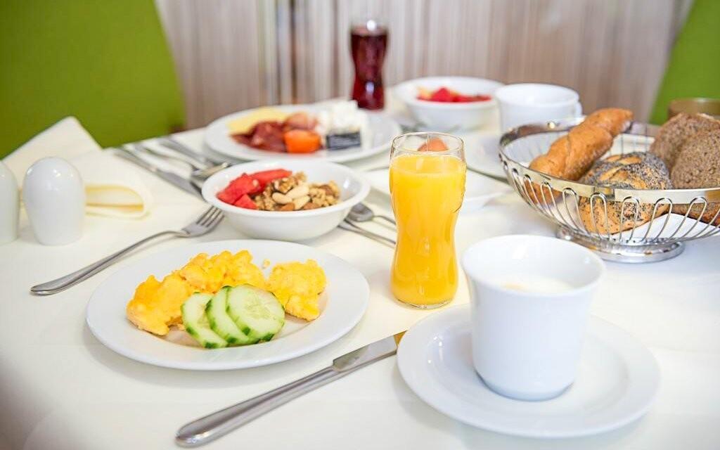 Raňajky sa servírujú formou bufetu