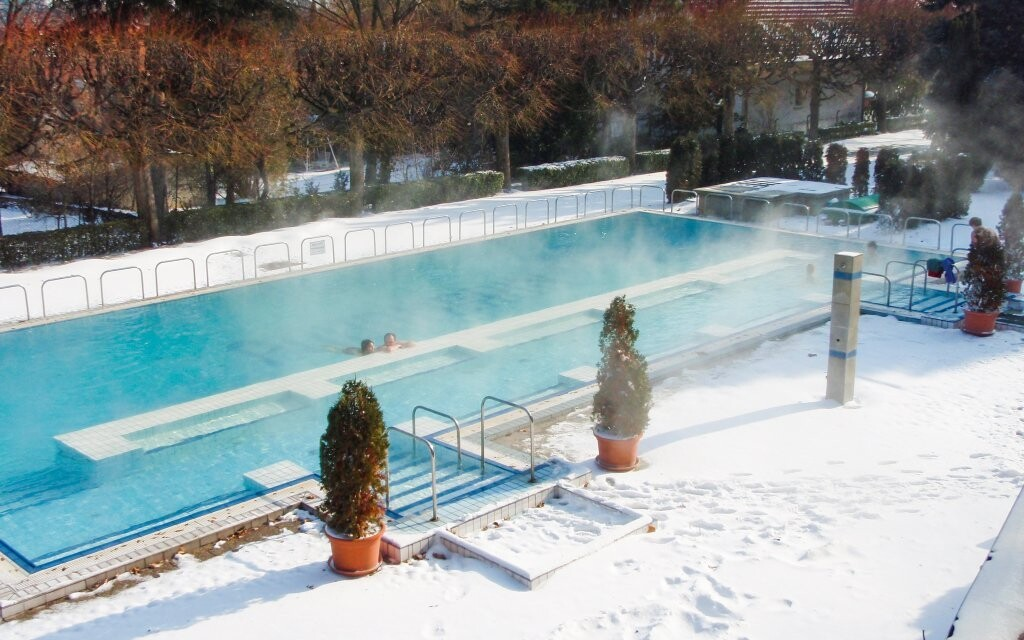 Užijte si koupání ve venkovních i vnitřních bazénech