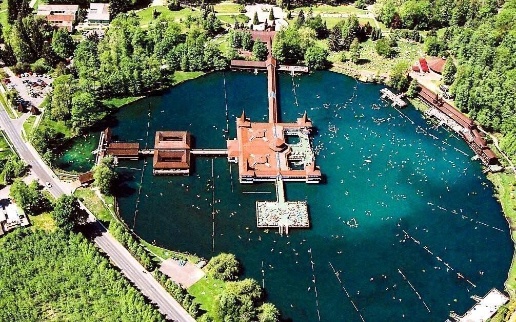Užijte si báječnou dovolenou v Hévízu - jen 500 m od jezera