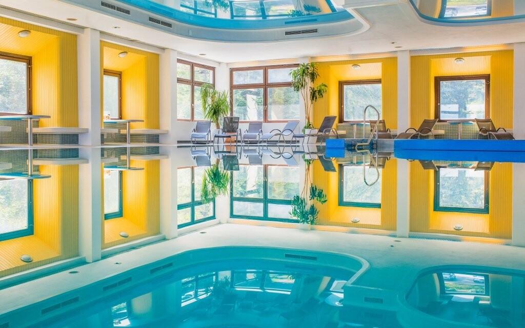 Do krytého hotelového bazéna budete mať neobmedzený vstup