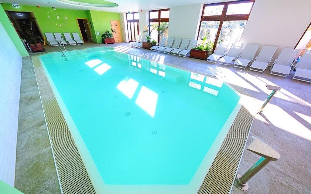 Máte neomezený vstup do vnitřního bazénu
