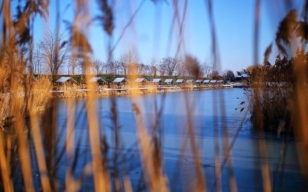 V areáli sa nachádza aj krásne jazero