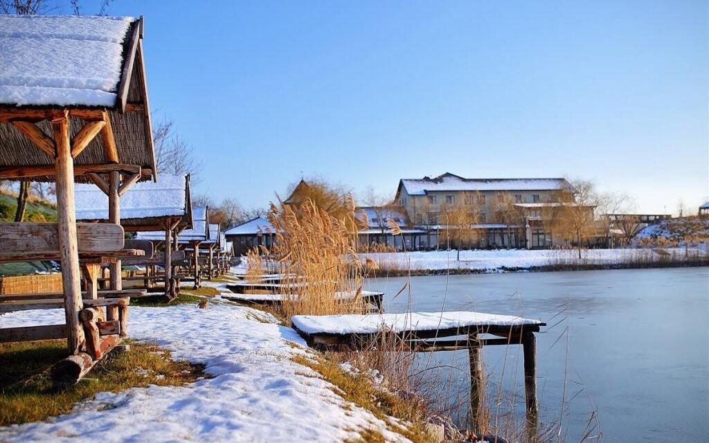 V areálu se nachází i krásne jezero
