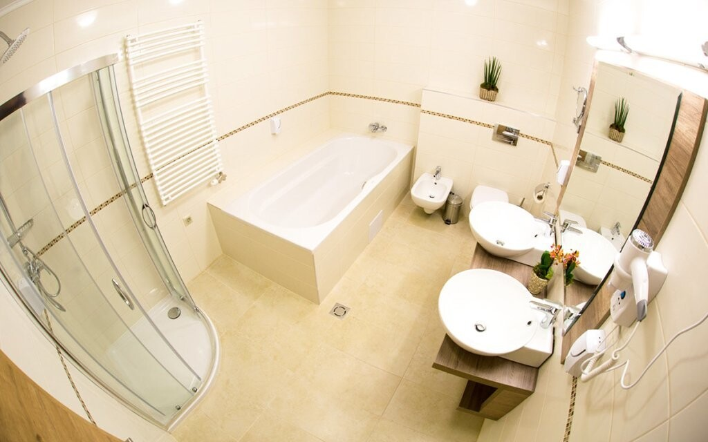 Moderní a prostorné jsou i koupelny