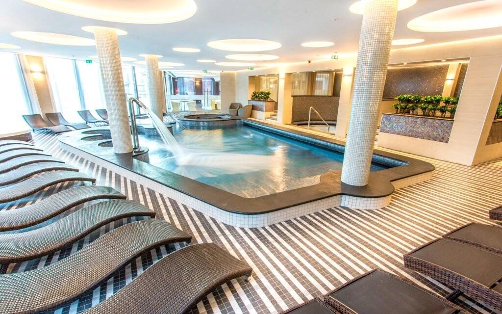 K dispozici jsou bazény i vířivky