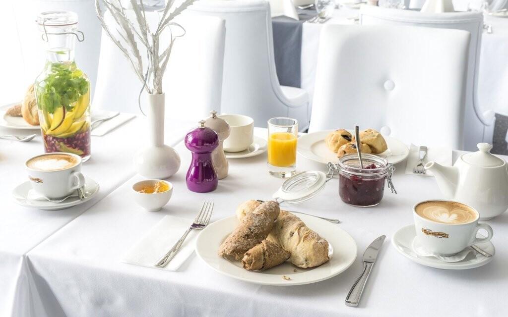 Na snídaních a večeřích formou bufetu si pochutnáte