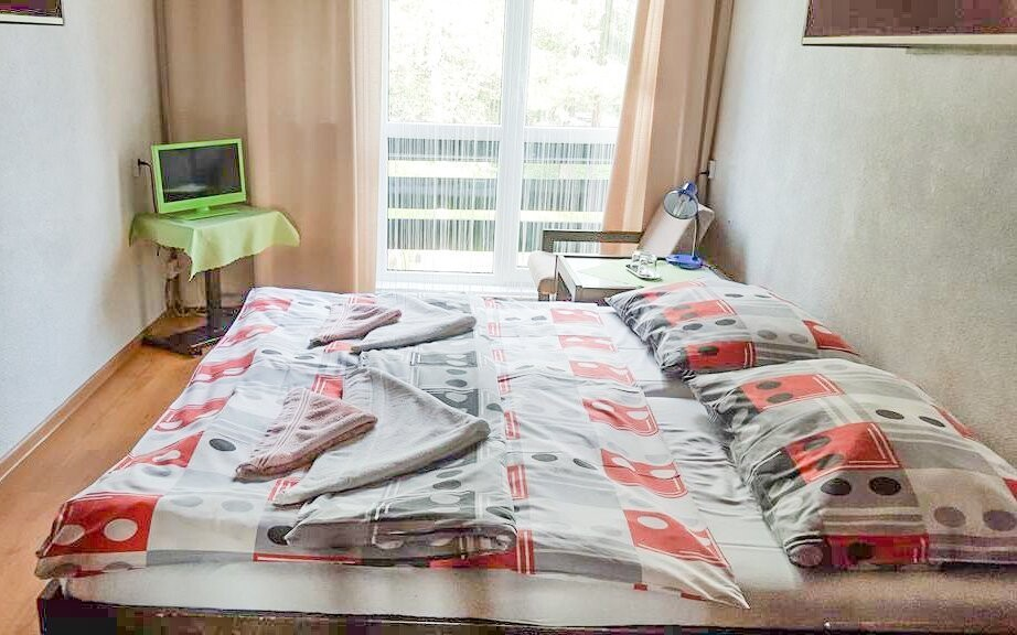 Pokoje mají vlastní sociální zařízení i televizi