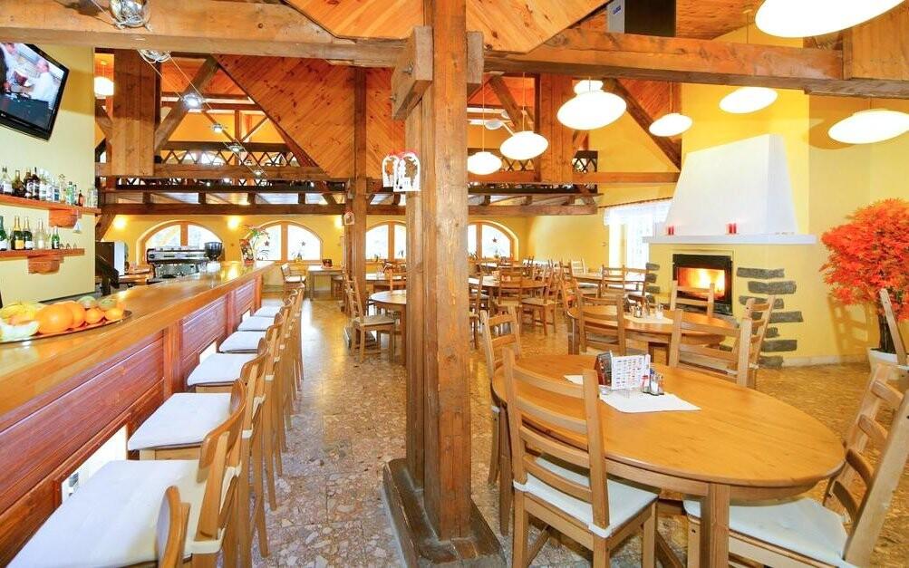 Restaurace má příjemnou horskou atmosféru