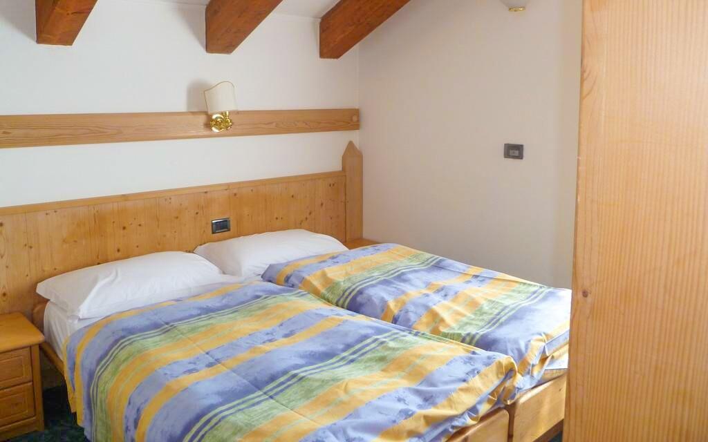 Pokoje jsou čisté a pohodlné