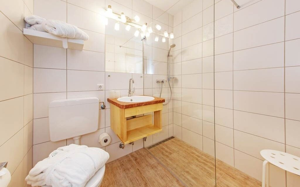 Moderná kúpeľňa je súčasťou izby