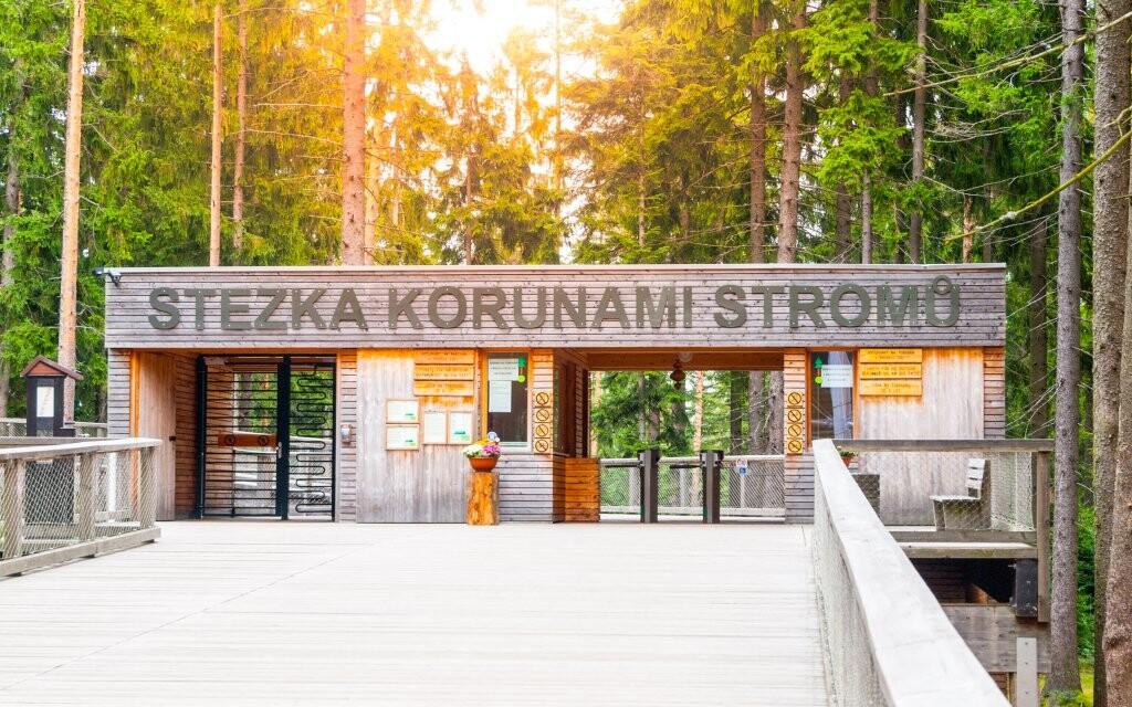 U Lipna stojí atrakce Stezka korunami stromů
