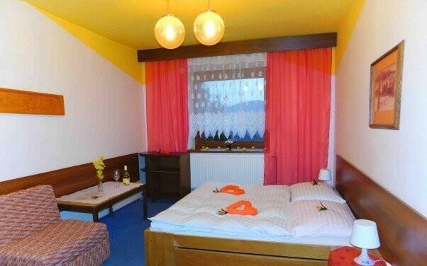 Pokoje mají vlastní sociální zařízení