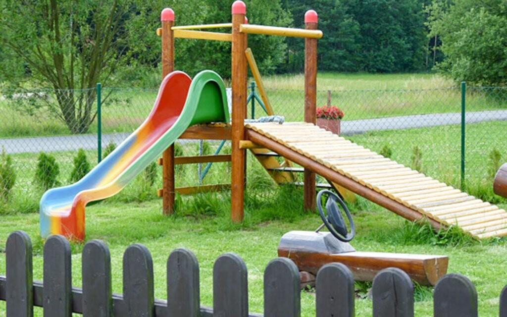 Dětské hřiště u Hotelu Renospond na Vysočině
