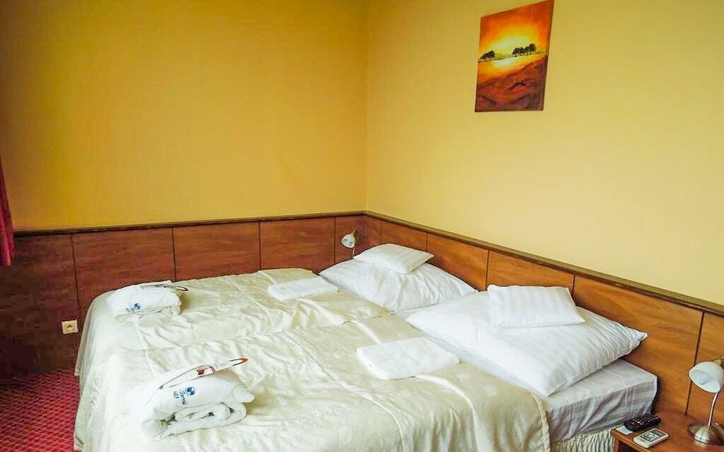 Pokoje jsou útulné a zařízené stylovým nábytkem