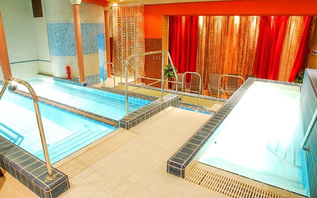 Najdete tu i sedací bazény s teplou vodou