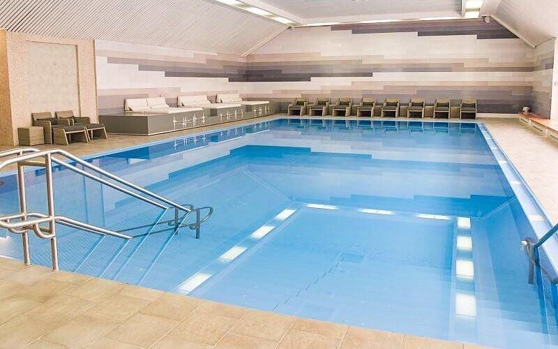 Vstup do hotelového bazénu máte neomezený