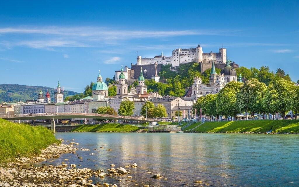 Centrom regiónu je krásny Salzburg