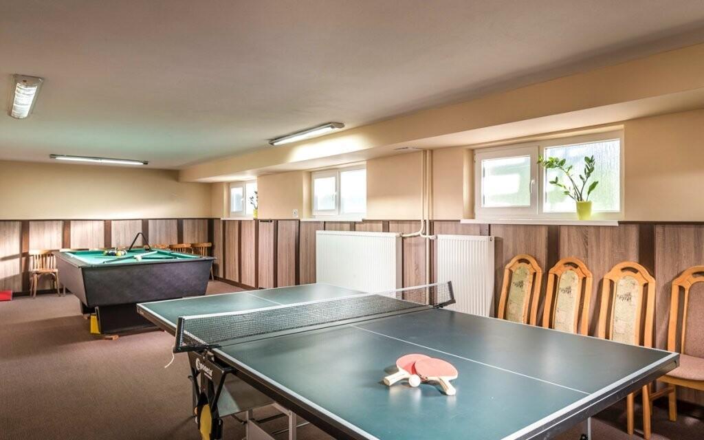 Pro hosty je tu také společenská místnost