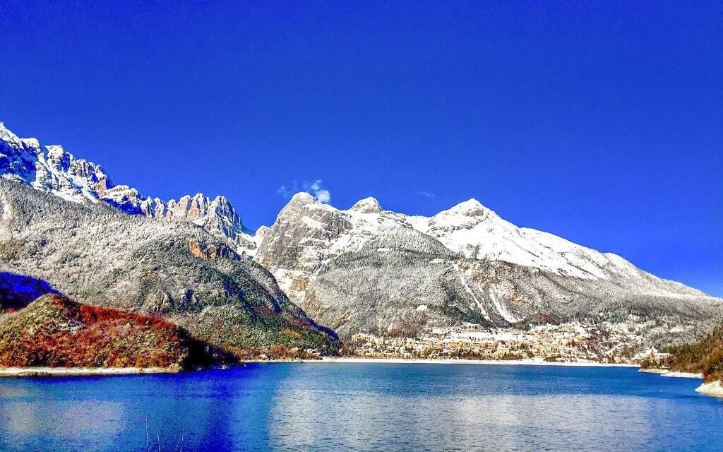 Ubytujte se v hotelu u jezera Moleno v Domolitech
