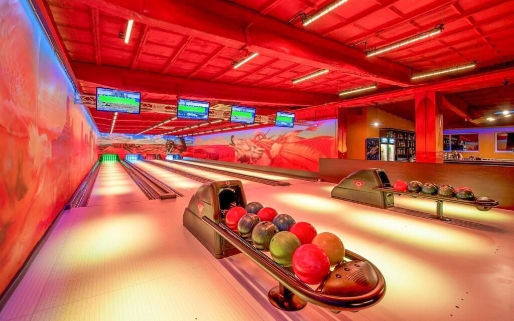 Zahrát si můžete i bowling