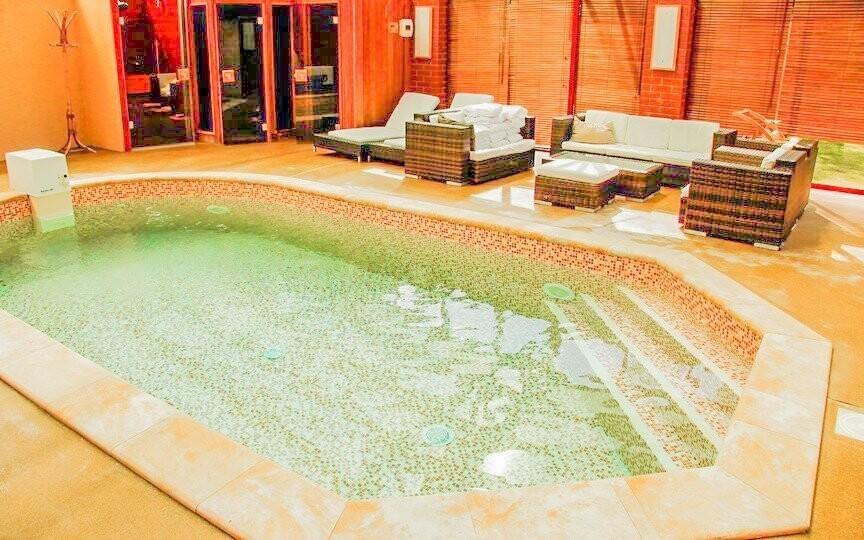 Součástí wellness je ochlazovací bazének...