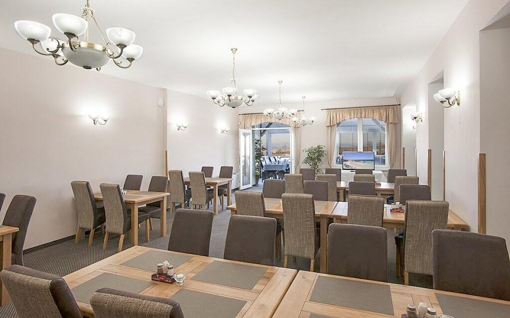 Užite si reštauráciu aj výhľad z presklenej terasy