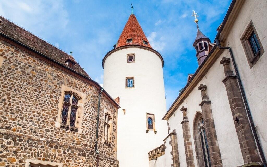 A navštívte miestny hrad