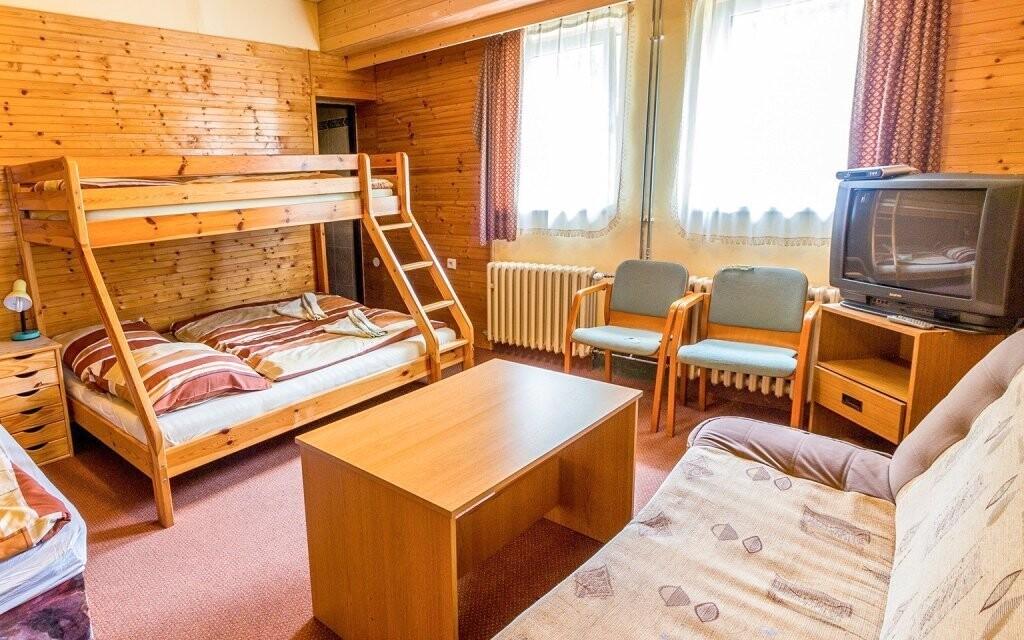 Pokoje jsou prostorné a útulné