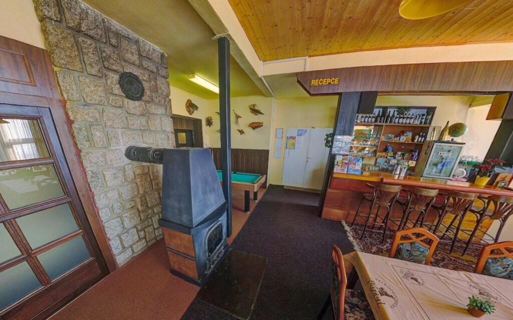 V hlavní budově je k dispozici restaurace