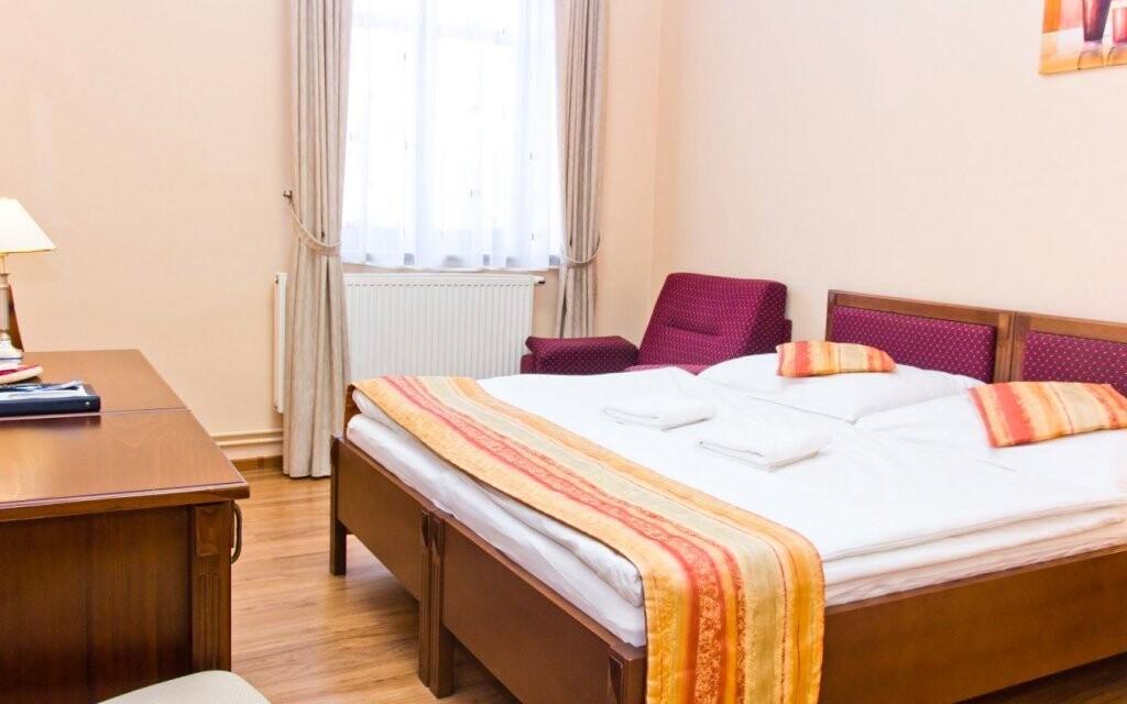 Pokoje jsou světlé a komfortní