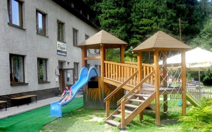 Dětské hřiště u Hotelu Filipov *** Bílé Karpaty