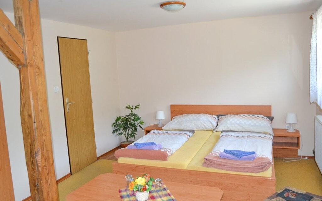 Ubytovaní budete v izbe s vlastným sociálnym zariadením