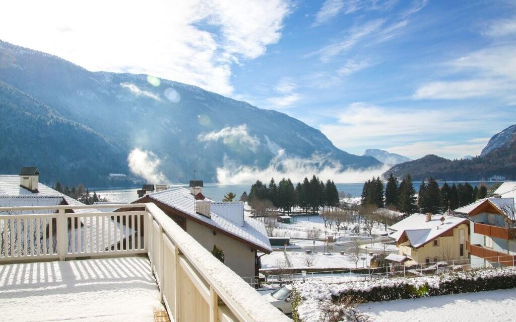 Hotel Europa *** stojí 150 m od jezera Molveno