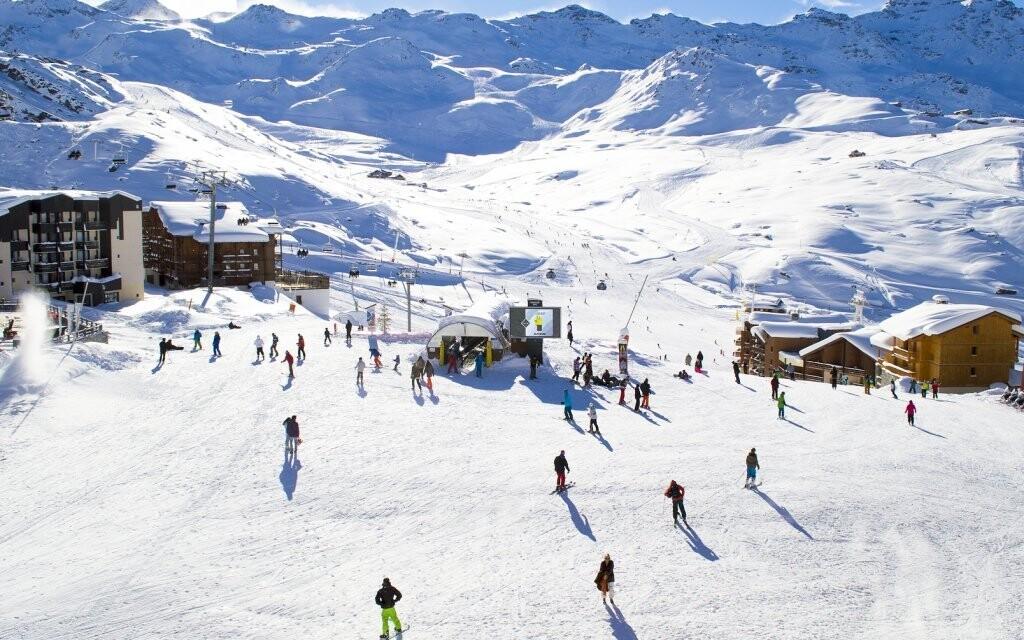Nedaleko hotelu se nachází rozlehlý ski areál