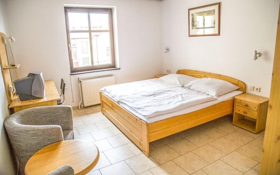 Ubytováni budete v komfortních pokojích s možností přistýlky