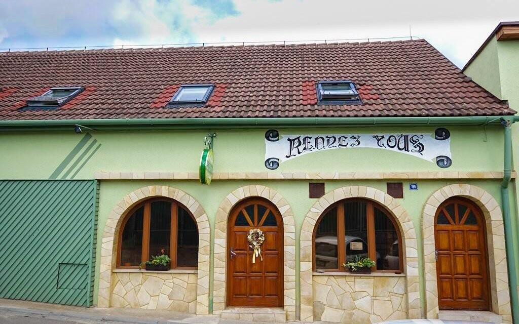 O ubytování i degustaci se postará Penzion Rendezvous