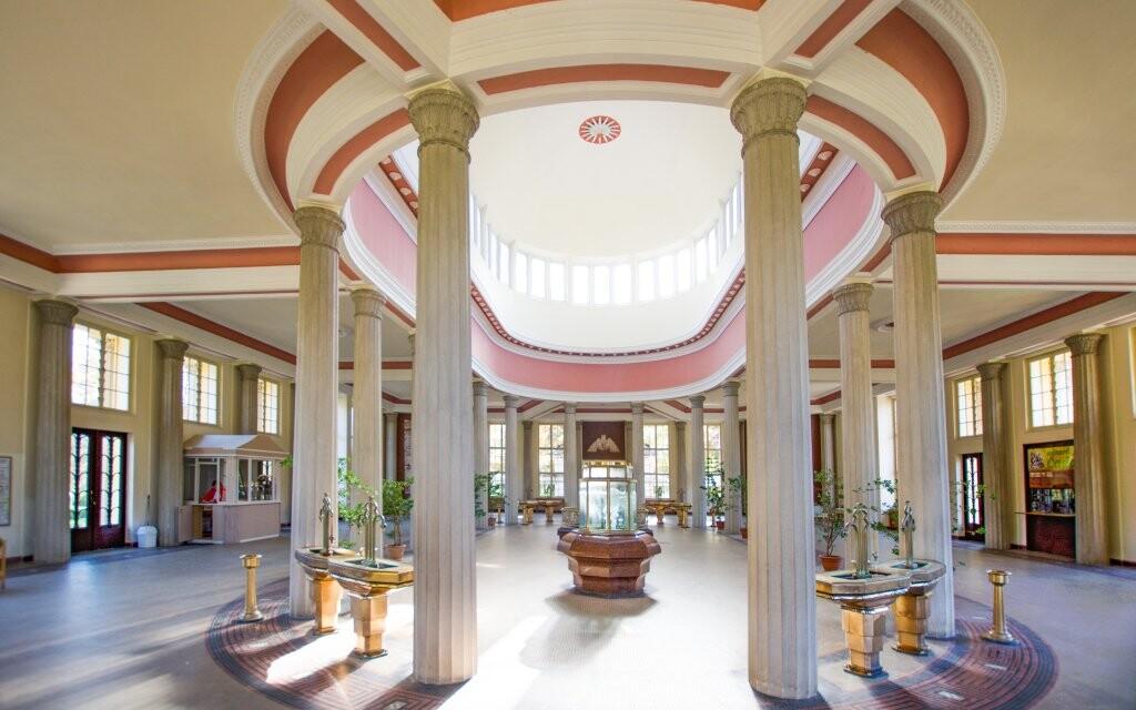 Liečivé pramene v Karlových Varoch, kúpeľná architektúra