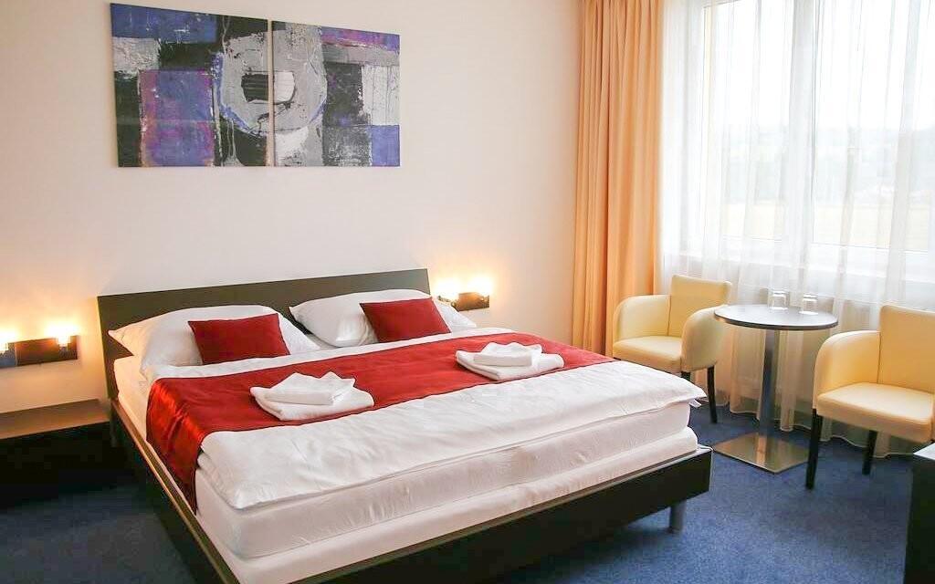 Pokoje jsou zde moderně a vkusně zařízeny