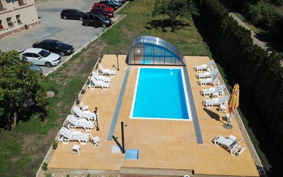 Vonkajší bazén pri penzione Hippoclub