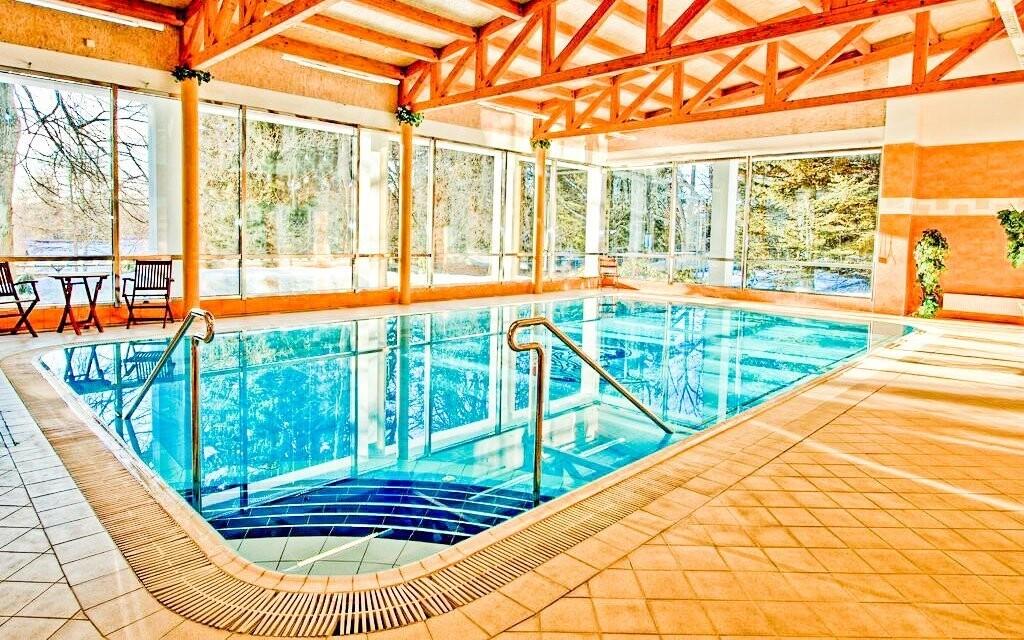 Do vnitřního hotelového bazénu získáte neomezený vstup
