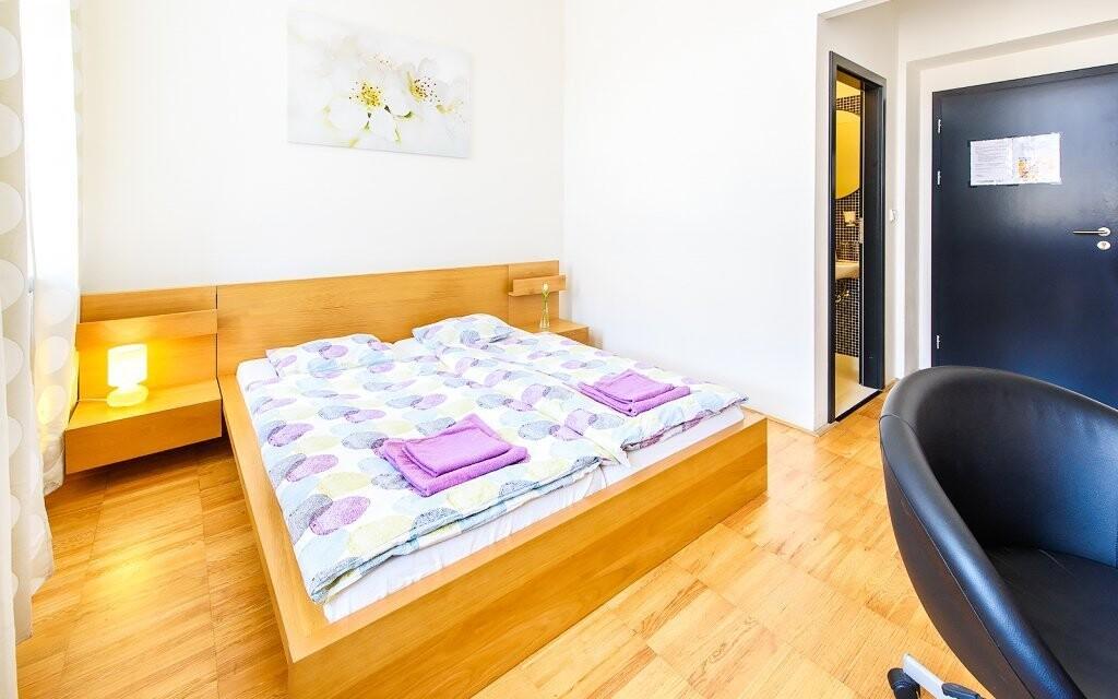 Ubytovaní budete v dvojlôžkovej izbe