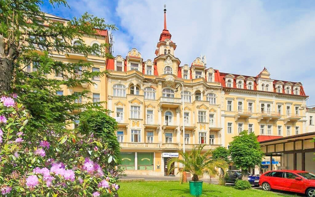 Hotel Fontána leží jen 400 metrů od lázeňské kolonády