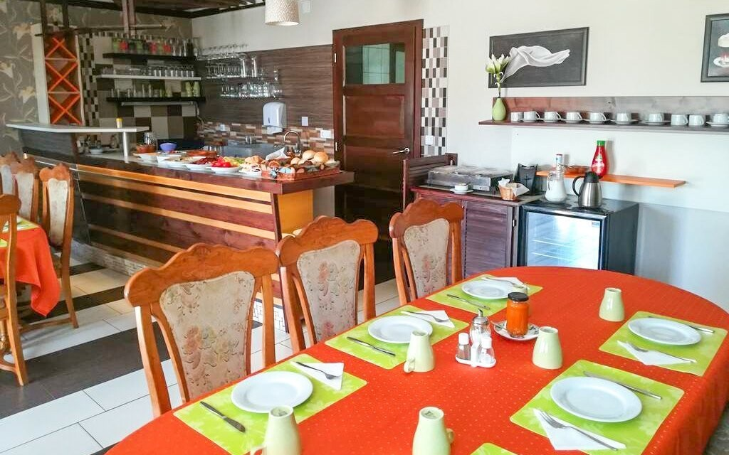 Jídlo vás čeká ve stylové restauraci