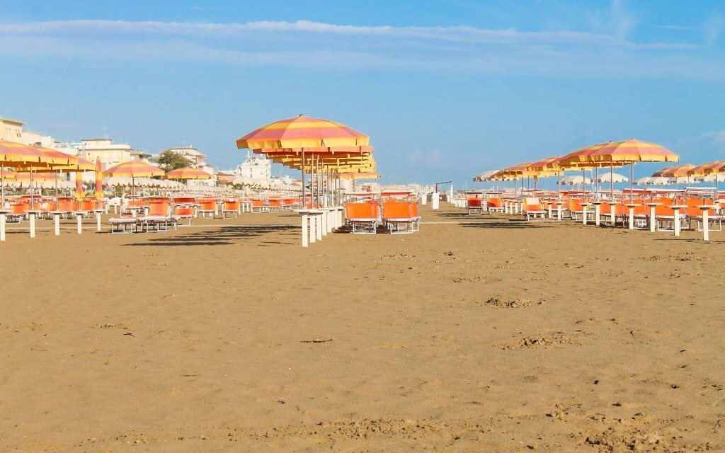 Hotel Leonardo leží blízko písečné pláže