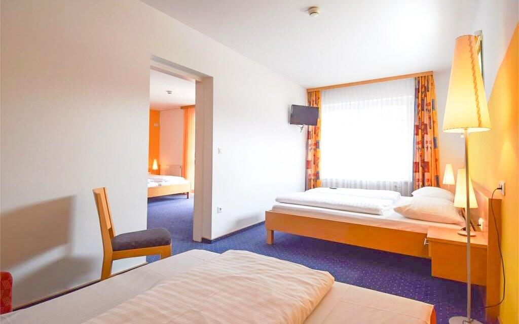 Pokoje jsou prostorné a čisté