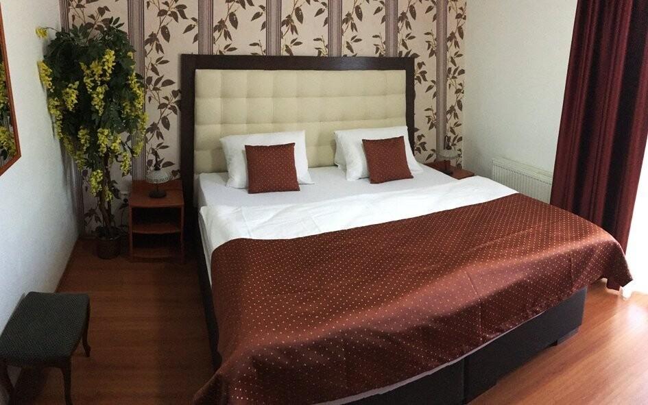 Pokoje jsou zařízeny v moderním stylu